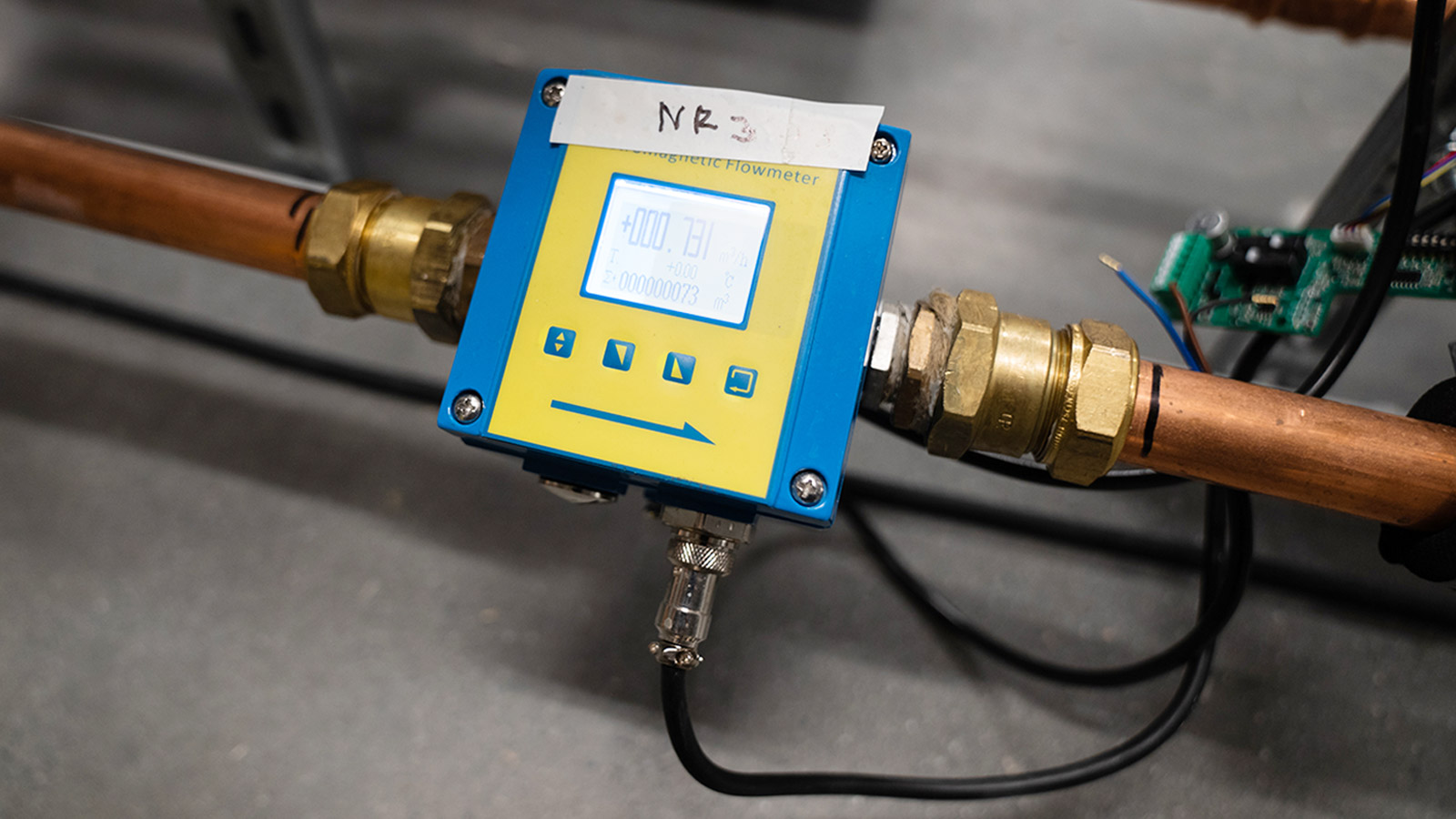 Borehole measurement device